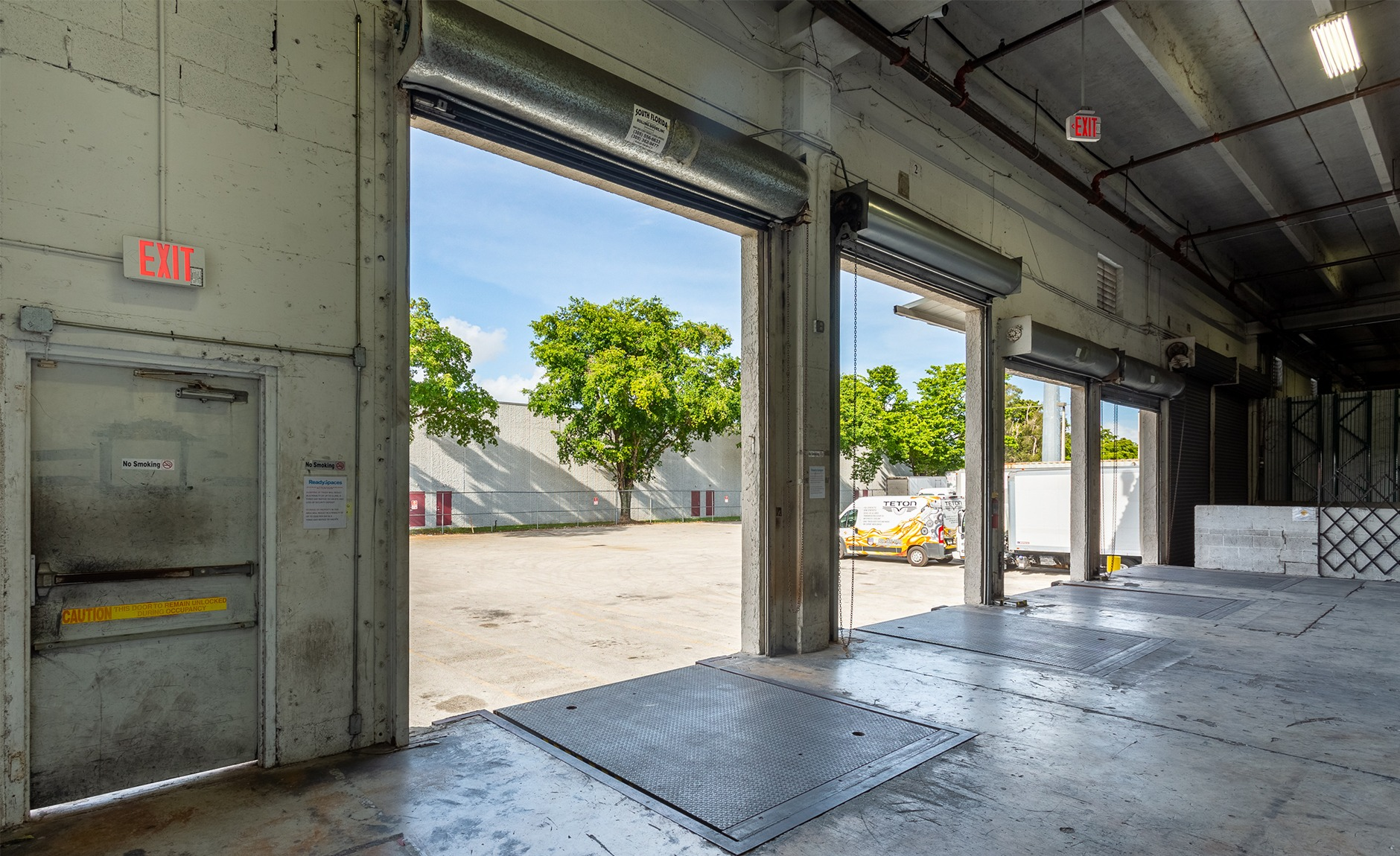 doral warehouse with loading docks